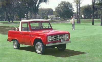 Đâu là chiếc SUV đầu tiên quay quảng cáo trên sóng truyền hình? 1.