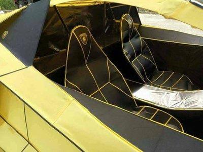 Tiết Thanh minh, ngắm Lamborghini Aventador phiên bản mã vàng chi tiết như thật - Ảnh 2.