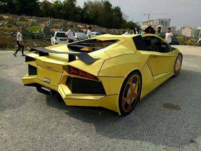 Cúng Rằm tháng 7, chọn Lamborghini Aventador phiên bản mã vàng chi tiết như thật? - Ảnh 1.