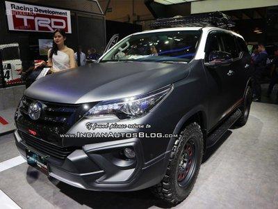 Toyota Fortuner TRD Matte Dual-Tone khoe sắc GIIAS 2018 - 1