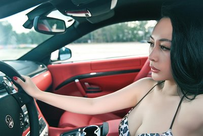 Ngắm vòng 1 bốc lửa của mẫu nữ bên xe Maserati GranTurismo - Ảnh 7.