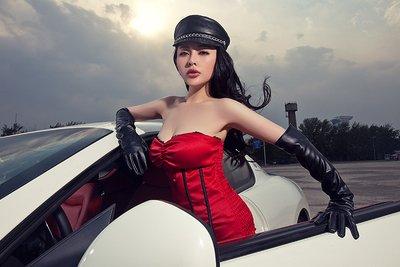 Ngắm vòng 1 bốc lửa của mẫu nữ bên xe Maserati GranTurismo - Ảnh 6.