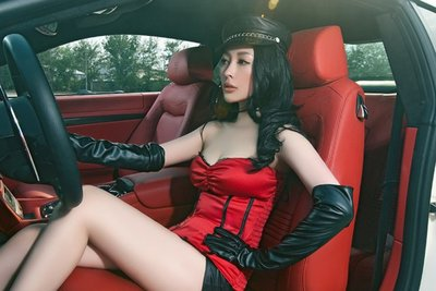 Ngắm vòng 1 bốc lửa của mẫu nữ bên xe Maserati GranTurismo - Ảnh 5.
