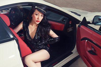 Ngắm vòng 1 bốc lửa của mẫu nữ bên xe Maserati GranTurismo - Ảnh 2.