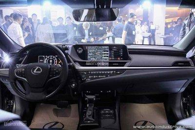 Lexus ES 350 2019 cập nhật mới với giá gần 2 tỷ đồng - 3