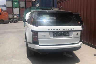 Soi Range Rover Autobiography LWB P400E đầu tiên sử dụng động cơ lai vừa nhập về Việt Nam a7