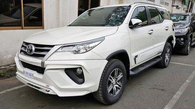"""Vụ Toyota Fortuner bán kèm phụ kiện trăm triệu: Đại lý """"hạ nhiệt"""" do khách làm căng a4"""