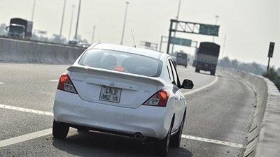 Dừng đỗ xe khẩn cấp trên đường cao tốc sao cho an toàn? 1.