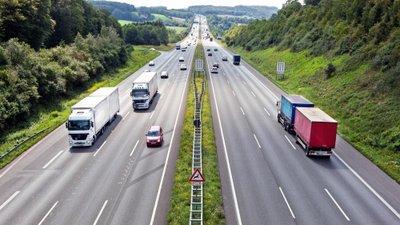 Dừng đỗ xe khẩn cấp trên đường cao tốc sao cho an toàn? 2.