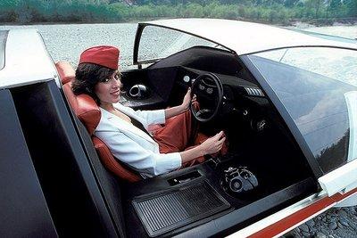 Người đẹp bên mẫu Ferrari 512S Modulo Concept phong cách phi thuyền - Ảnh 3.