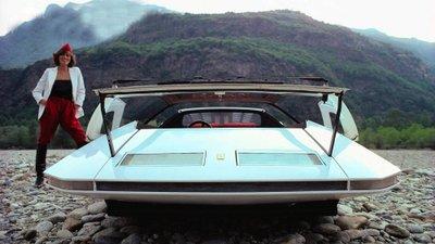 Người đẹp bên mẫu Ferrari 512S Modulo Concept phong cách phi thuyền - Ảnh 1.