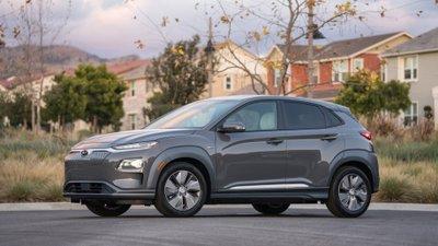 Hyundai Kona Electric ''''''''vượt mặt'''''''' đối thủ về quãng đường di chuyển.