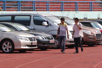 Khảo sát giá thuê xe tự lái