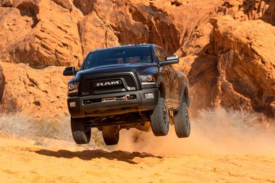 10 mẫu xe có khả năng off-road tốt nhất: Không thể thiếu Ford F-150 Raptor 4.