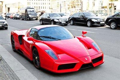 Các tỷ phú nổi tiếng thế giới thích hãng ô tô nào nhất?.