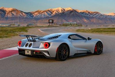 10 siêu xe tốt nhất hiện nay: Hội tụ siêu phẩm của Lamborghini và Ferrari 7.