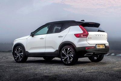 10 xe sang an toàn có giá dưới 1,1 tỷ đồng đáng mua nhất: Kia Stinger đầu bảng 2.