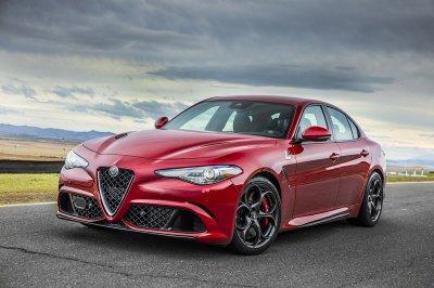10 xe sang an toàn có giá dưới 1,1 tỷ đồng đáng mua nhất: Kia Stinger đầu bảng 3.