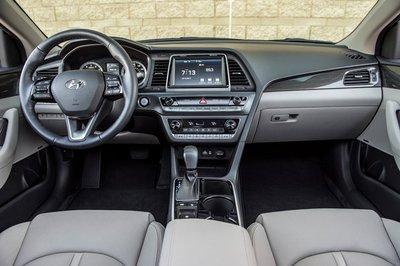 Hyundai Sonata Sport 2019 gây thất vọng với chất thể thao mờ nhạt - Ảnh 4.