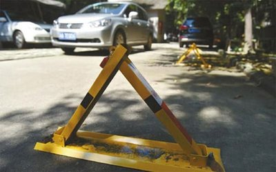 """Những cách chiếm chỗ đậu xe trên phố thật """"khó đỡ"""""""