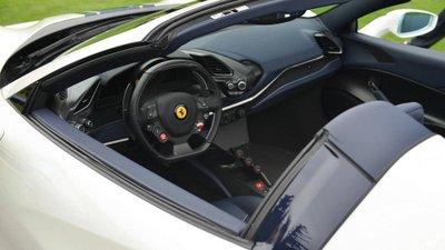 Siêu xe Ferrari 488 Pista Spider chính thức ra mắt - Ảnh 12.