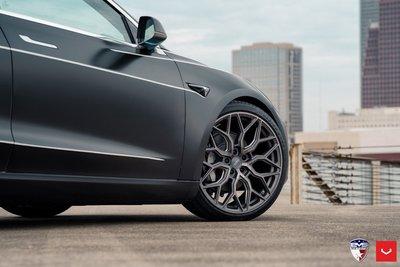 Tesla Model gây sốc vì xe rẻ nhưng bảo hiểm đắt 3