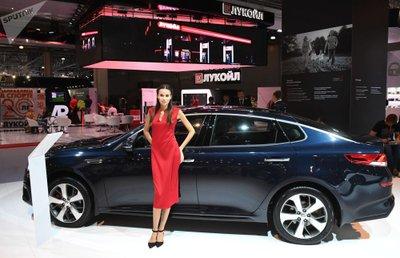 Ngẩn ngơ ngắm mỹ nữ Nga khoe sắc tại triển lãm ô tô Moscow 2018 - Ảnh 8.