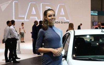 Ngẩn ngơ ngắm mỹ nữ Nga khoe sắc tại triển lãm ô tô Moscow 2018 - Ảnh 6.