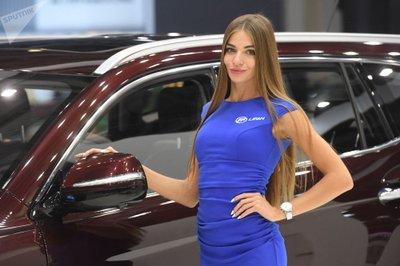 Ngẩn ngơ ngắm mỹ nữ Nga khoe sắc tại triển lãm ô tô Moscow 2018 - Ảnh 7.