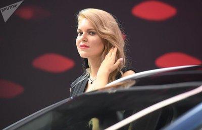 Ngẩn ngơ ngắm mỹ nữ Nga khoe sắc tại triển lãm ô tô Moscow 2018 - Ảnh 1.
