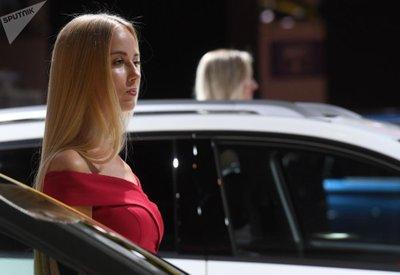 Ngẩn ngơ ngắm mỹ nữ Nga khoe sắc tại triển lãm ô tô Moscow 2018.