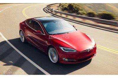 Tesla Model S 2018.