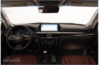 Lexus LX 2018.