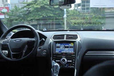 Ford Explorer 2018 nâng cấp giá hơn 2 tỷ xuất hiện tại đại lý - Ảnh 8.