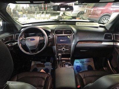 Ford Explorer 2018 nâng cấp giá hơn 2 tỷ xuất hiện tại đại lý - Ảnh 3.