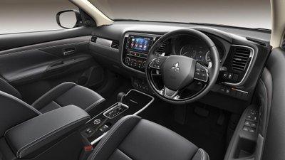 Mitsubishi Outlander thay mới phần cứng tại Anh 5