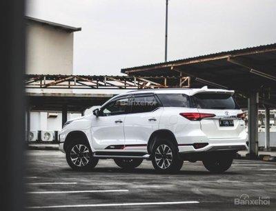Toyota Fortuner TRD 2018 có giá quy đổi từ 835 - 875 triệu đồng tại Indonesia...