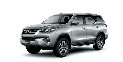 Ngoại thất Toyota Fortuner màu bạc