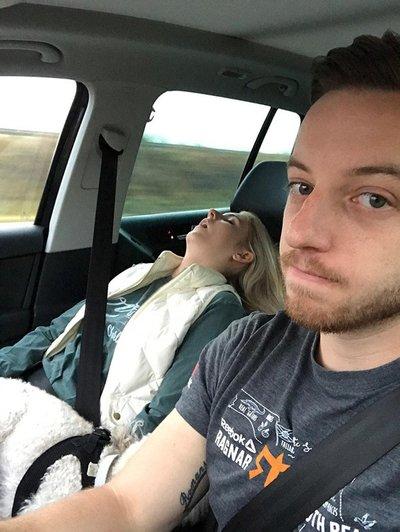 Ngủ bên cạnh tài xế