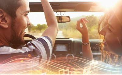 Không hát theo nhạc phát trên xe
