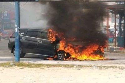 Mitsubishi Xpander bỗng nhiên cháy trơ khung tại Indonesia 1...