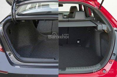 So sánh xe Honda Civic 2018 và Honda Accord 2018 về khoang hành lý.