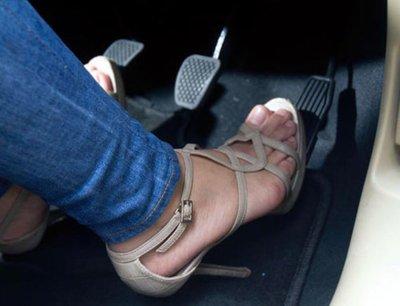 Thói quen xấu khi lái xe của phụ nữa dễ gây ra tai nạn