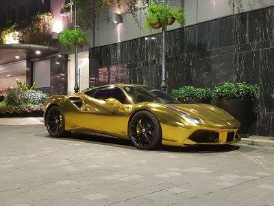 """Ferrari 488 GTB của đại gia Tiền Giang nổi bật trong bộ cánh """"dát vàng"""" a1"""