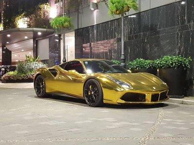 """Ferrari 488 GTB của đại gia Tiền Giang nổi bật trong bộ cánh """"dát vàng"""" a3"""