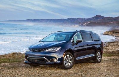 Chrysler Pacifica Hybrid 2019.