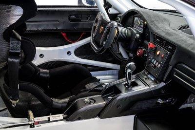 Porsche 911 GT2 RS phiên bản Clubsport: Mạnh mẽ như xe đua a3