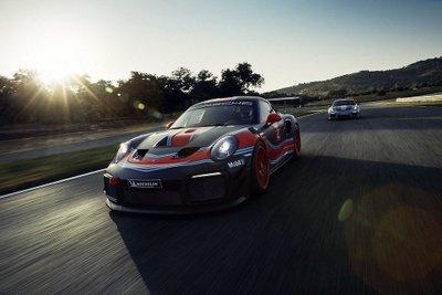 Porsche 911 GT2 RS phiên bản Clubsport: Mạnh mẽ như xe đua a10