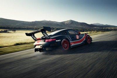 Porsche 911 GT2 RS phiên bản Clubsport: Mạnh mẽ như xe đua a2