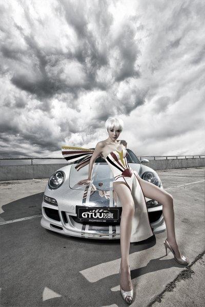 Người đẹp Trung Quốc cá tính bên siêu xe Porsche 911 Carrera 4S.
